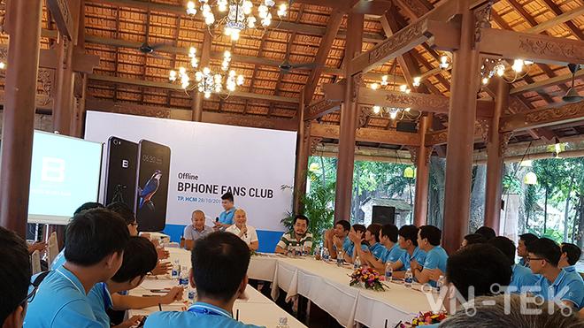 nguyen tu quang - Chê Samsung, Nguyễn Tử Quảng lại nói iPhone 8 kém Bphone 2017
