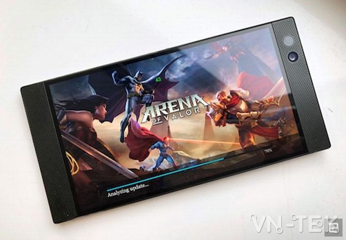 razer phone 4 - Razer trình làng smartphone khủng dành cho game thủ